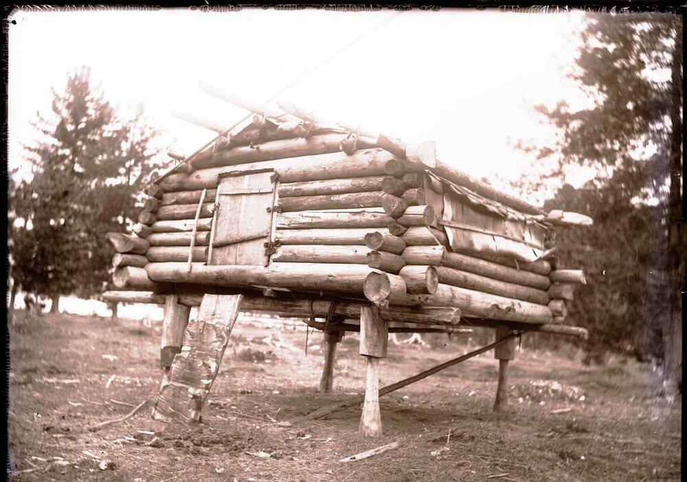 1912. Село Ларьяк. Амбар