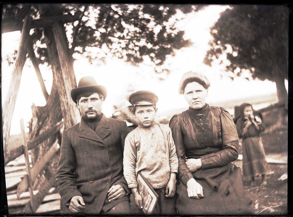 1913. Село Ларьяк.  Крестьяне, живущие в работниках
