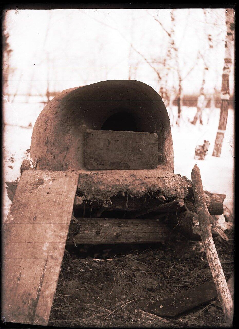 1913. Село Ларьяк.  Уличная глинянная печь
