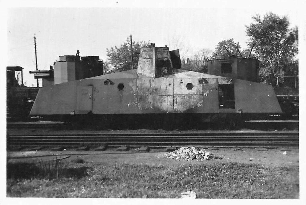 Брошенный советский броневагон Д-2. 1943 год.