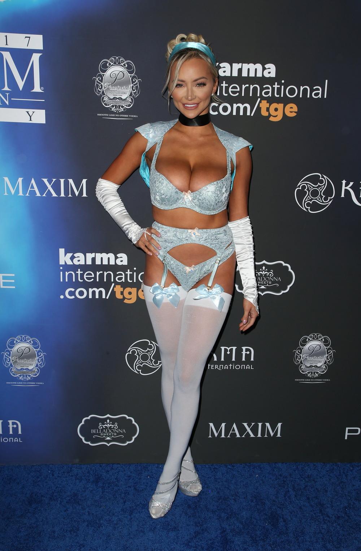 Линдси Пелас в сексуальном наряде