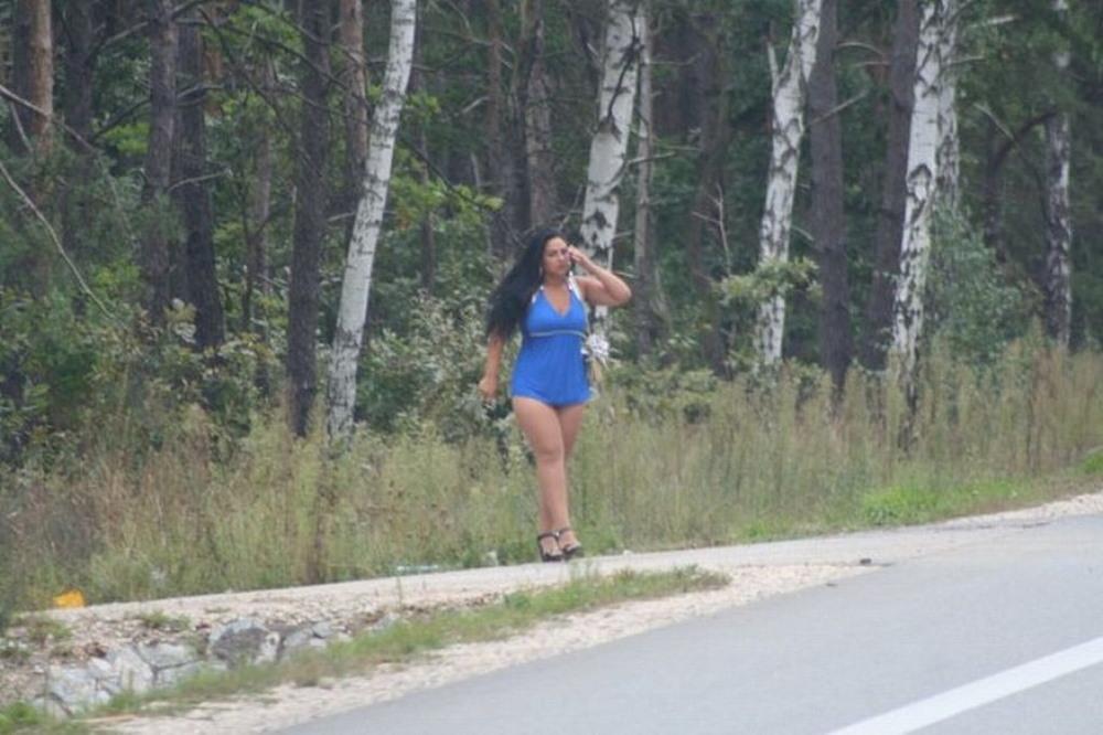 Дамы легкого поведения в среде обитания.