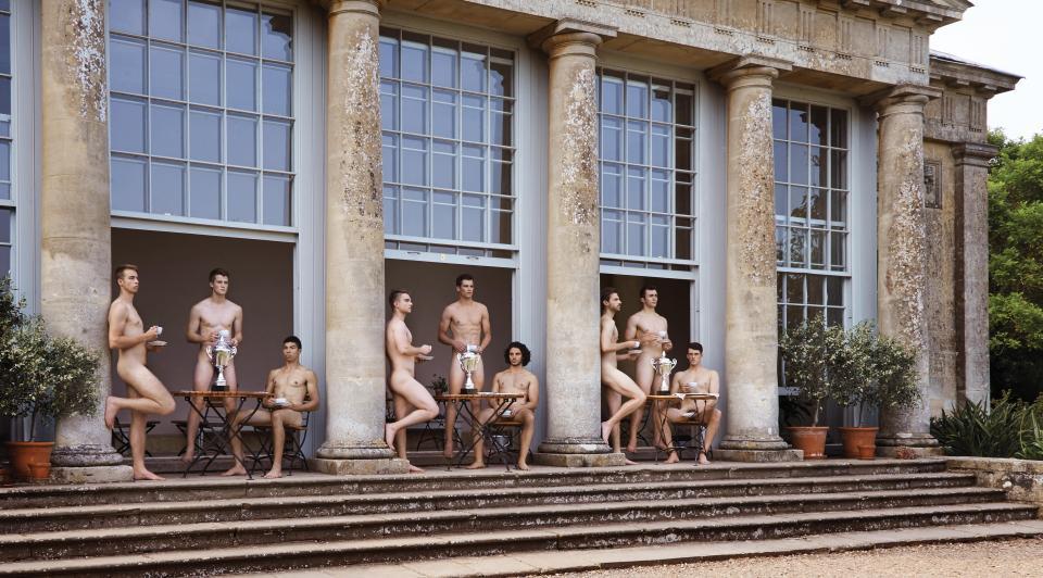 Календарь с голыми британскими гребцами не прошел российскую таможню
