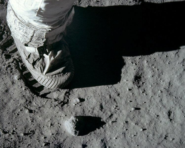 Американцы не хотят, что бы кто-то летал на Луну! Чего это вдруг?
