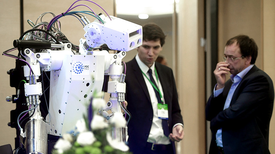 Более 60% работающих россиян выступили против роботизации
