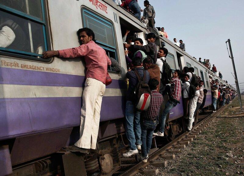 0 17c9c3 37739460 XL - Почему в Индии пассажиры поезда ездят снаружи