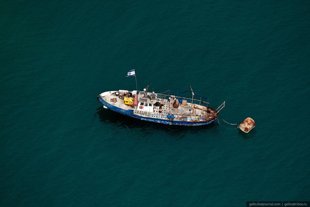 51. Самому морю грозит гибель: вода уходит в провалы, сейчас на побережье насчитывается уже порядка