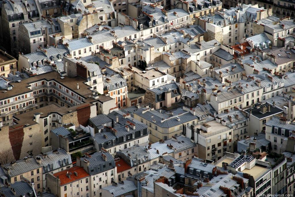 25. За прошедшие почти 125 лет с момента сооружения башни вид на крыши 7-го квартала Парижа мало чем