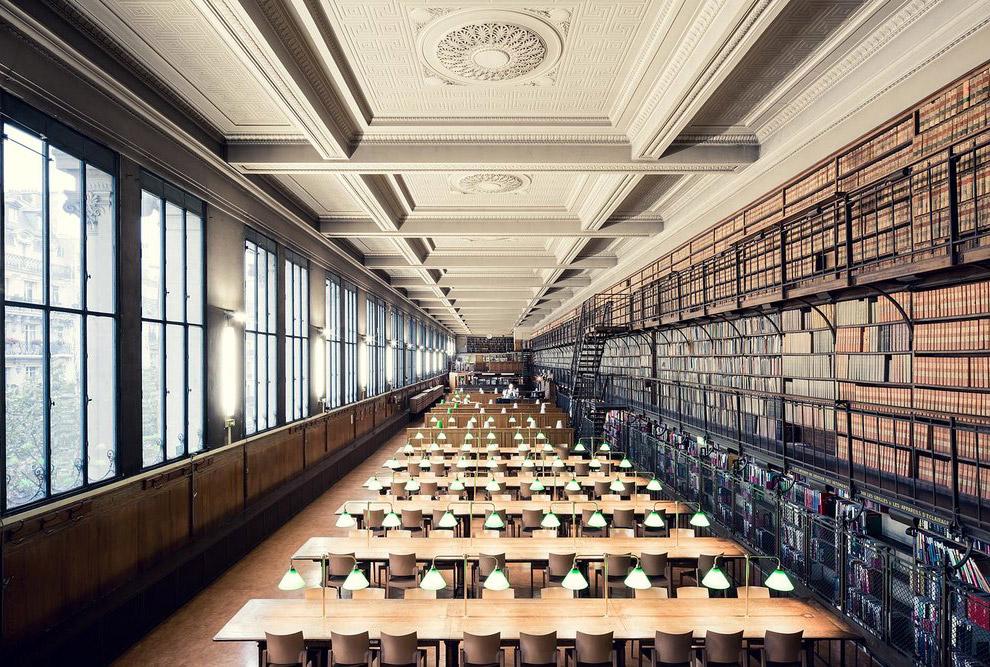 15. Одной из самых красивых библиотек мира является  библиотека Тринити-колледж . Она