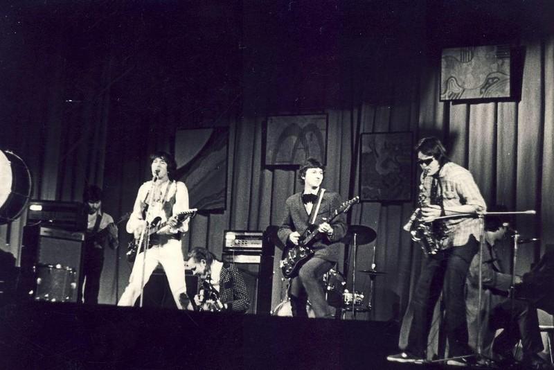 Первый концерт группы «Кино». Первая половина 80-х. На гитаре, кстати, играет Майк Науменко (группа