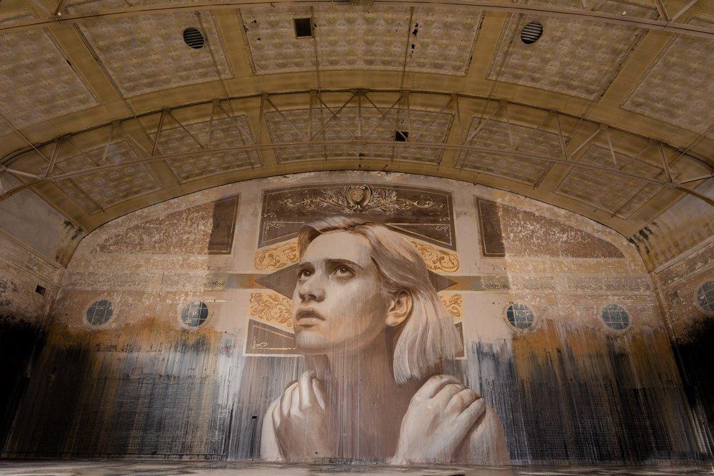 Один из проектов художника под названием Empty был представлен в старом театре в Мельбурне, который