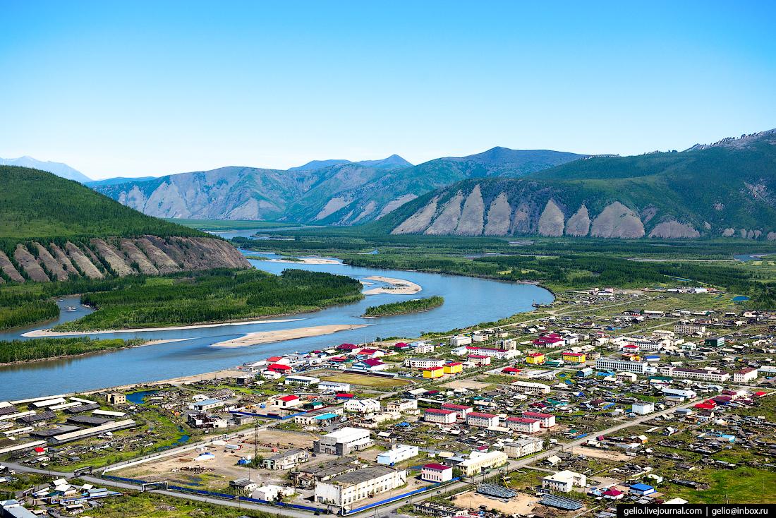 Якутский посёлок Усть-Нера: летний вид на полюс холода