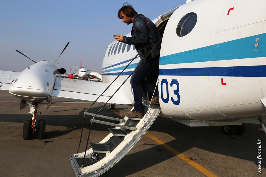 Beechcraft_B300_King_Air_350_UP-K3503_Air_Control10.JPG