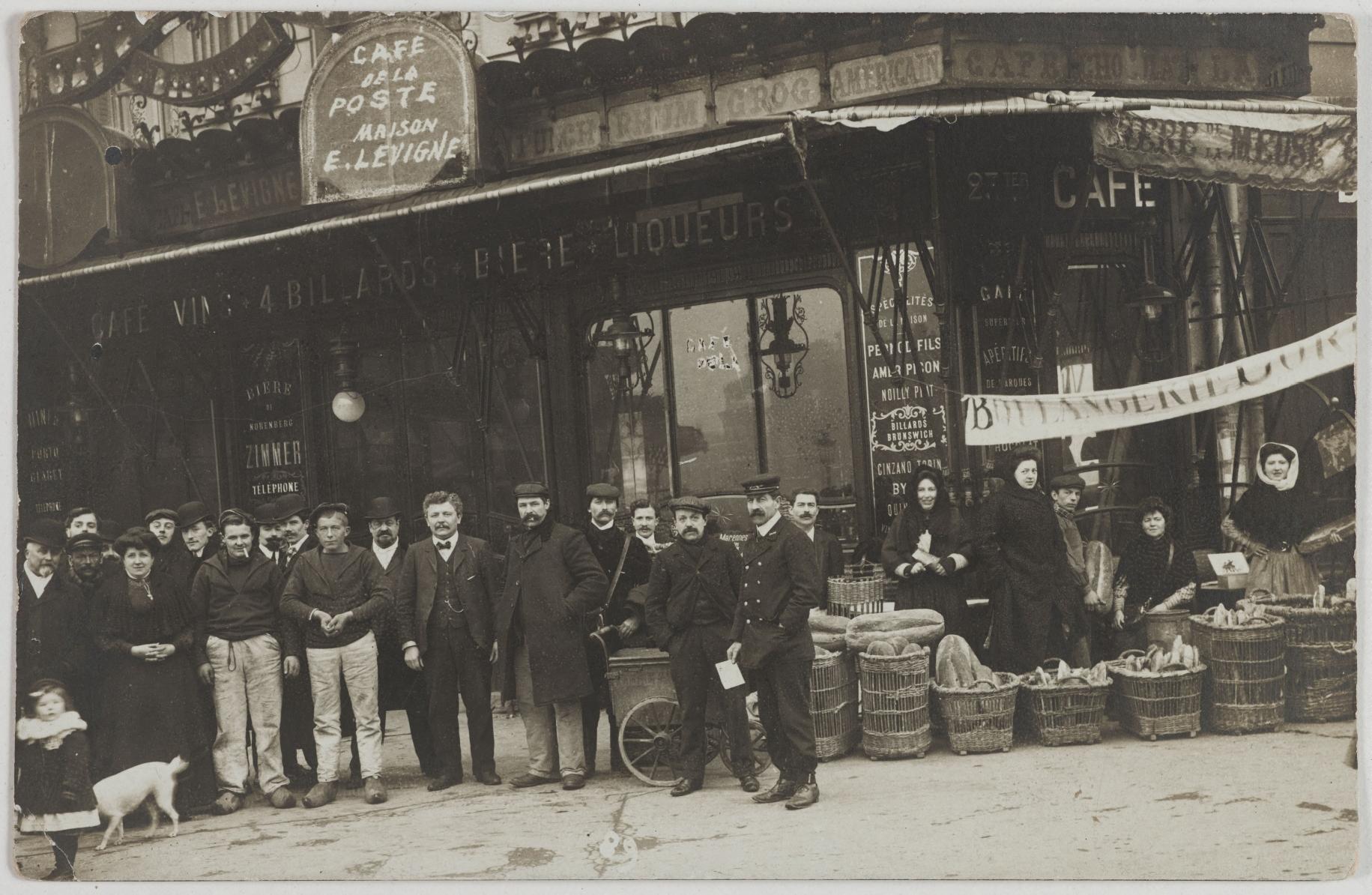 1905-1910. Кафе Почта, бильярд. 23ter, boulevard Diderot, et 2, rue Michel-Chasles (12-й округ). Сейчас на этом месте брассери Les deux savoies