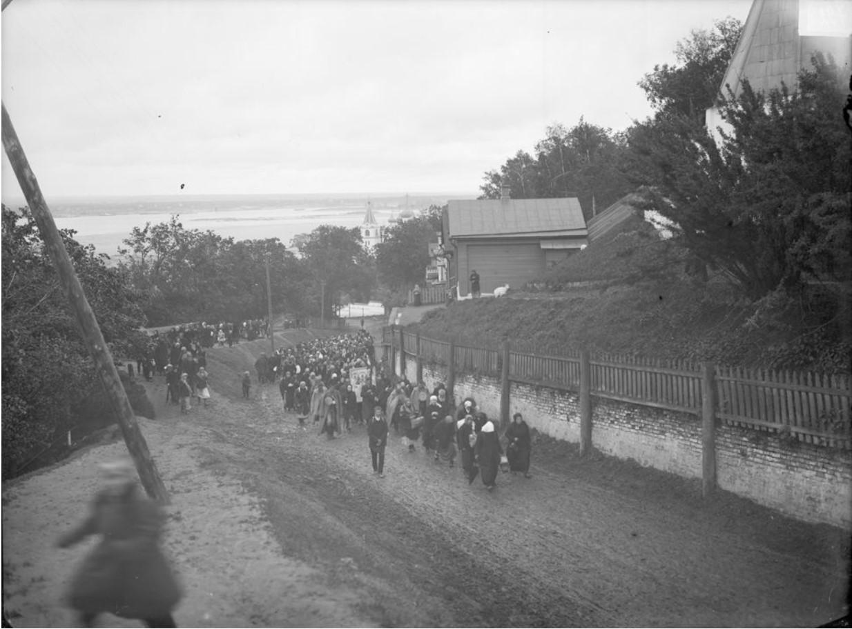 Крестный ход из Печерского монастыря