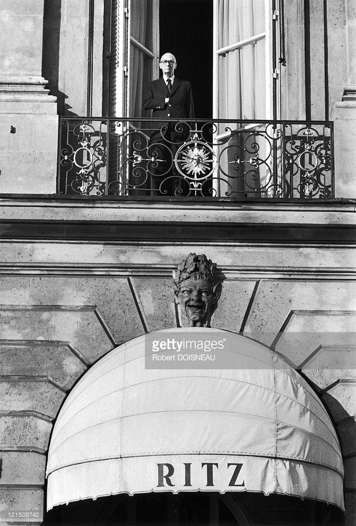 1973. Чарльз Риц на балконе отеля Риц