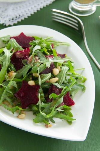 Salad with ruccola and sugar beets.