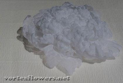 Белый пион из ткани. Как сделать цветок из ткани.