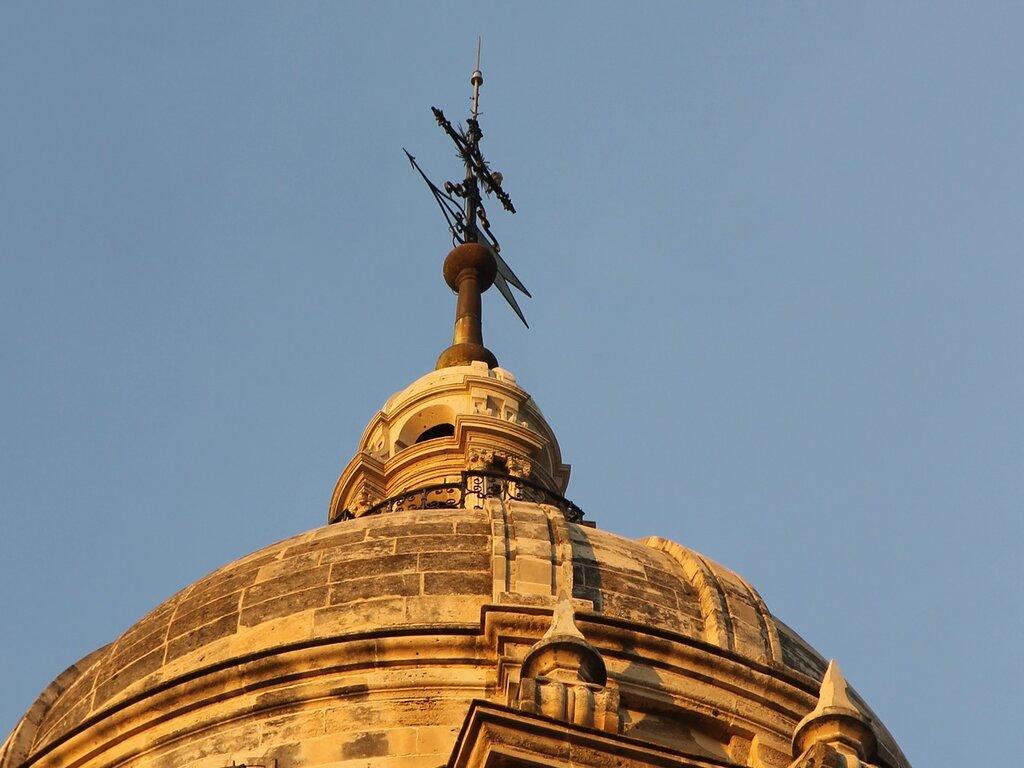 Малага. Кафедральный собор в закатных тонах