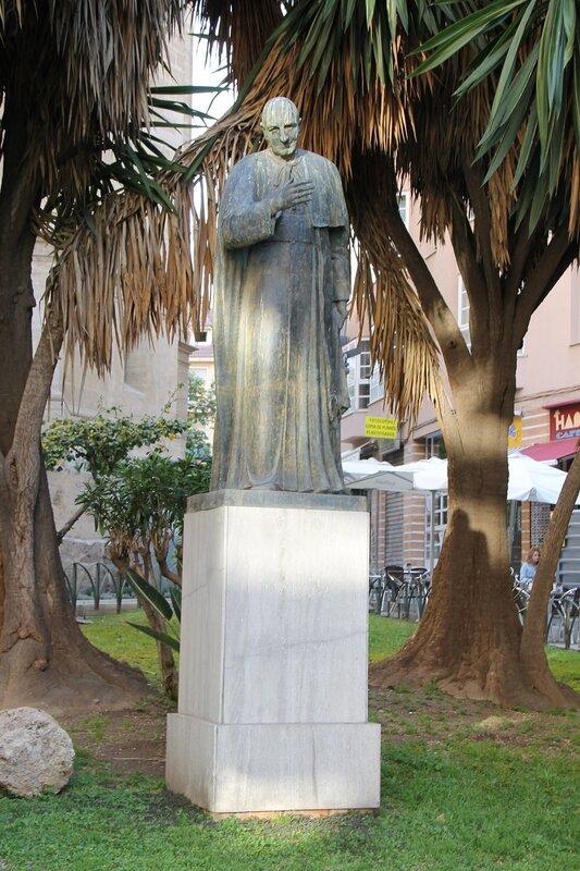 Малага. Памятник кардиналу Эрера Ориа (Ángel Herrera Oria)