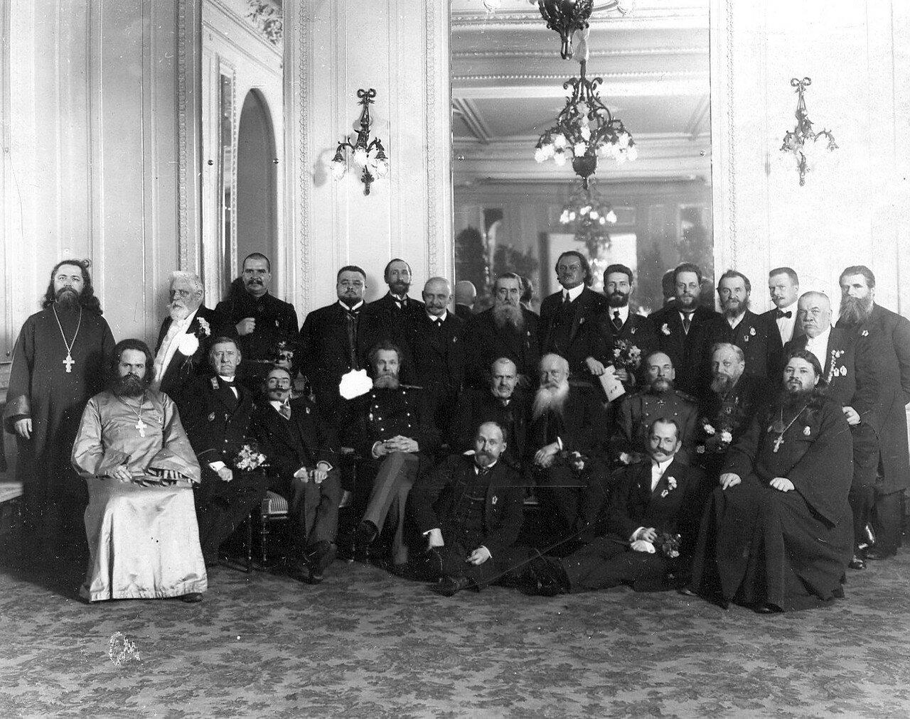 Группа депутатов Четвертой Государственной думы на торжествах, посвященных 300-летию Дома Романовых. 1913