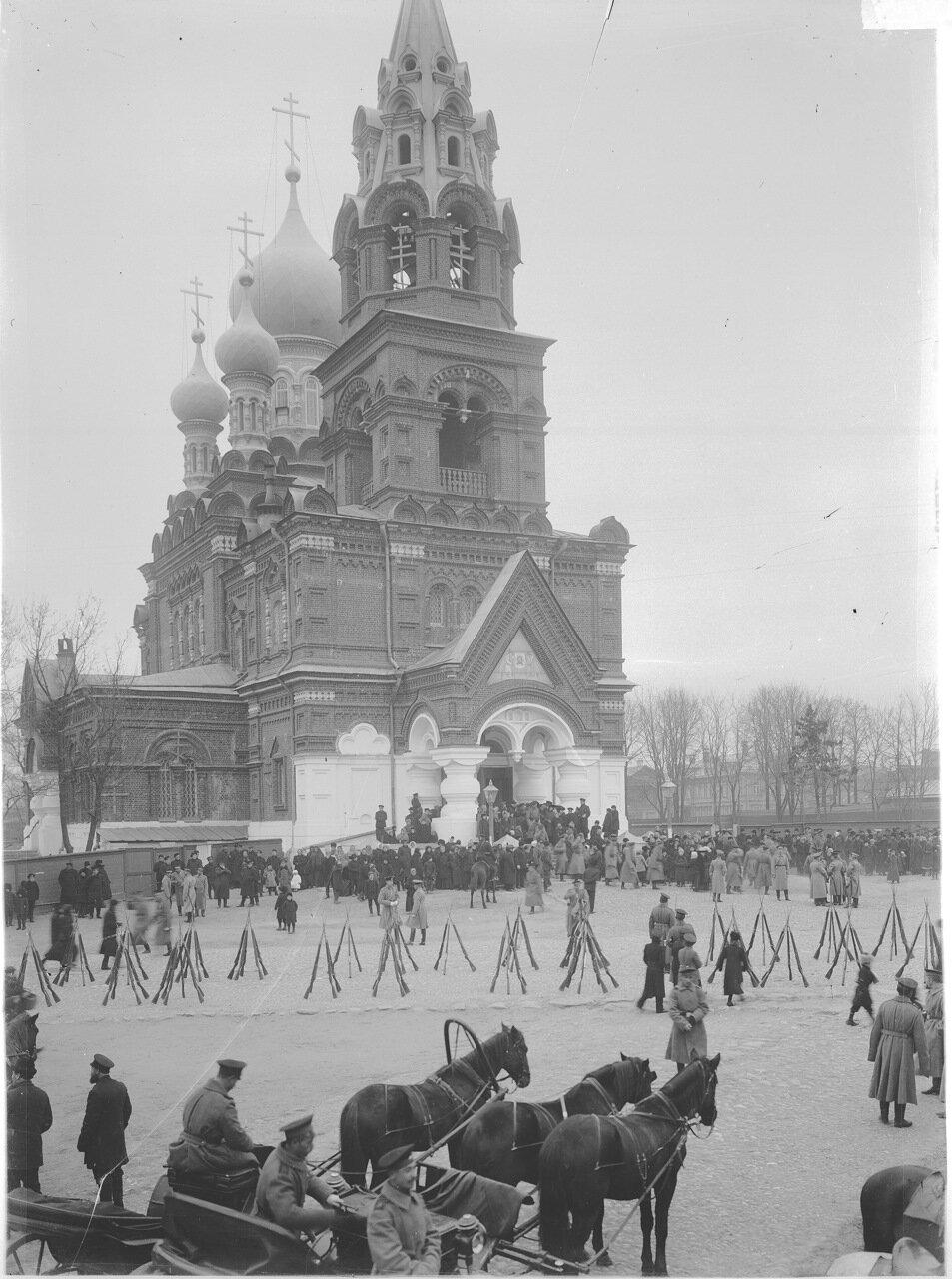 Парад войск около Спасской церкви  г. Нижний Новгород. к. XIX в.