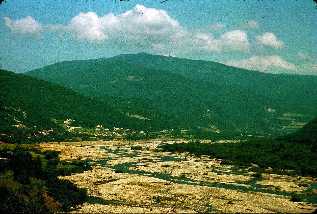 По дороге в Орджоникидзе. Долина Арагви близ Гинбари