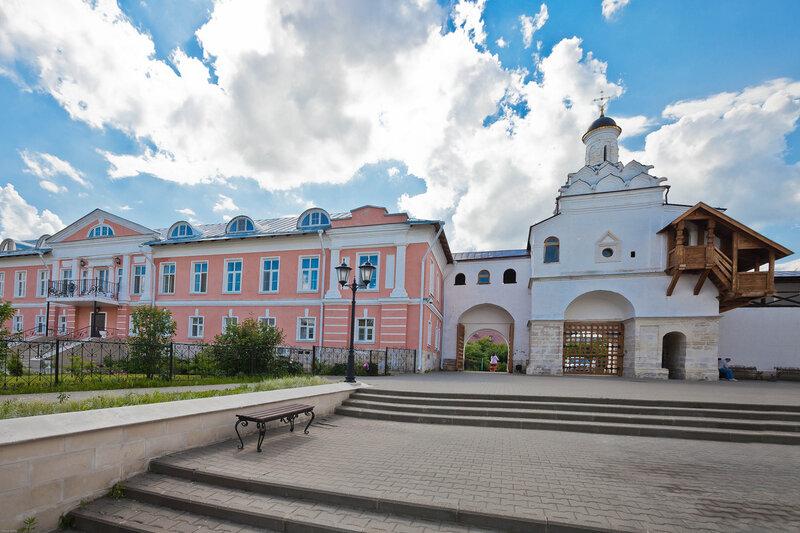 Внутренний двор Введеского Владычного монастыря