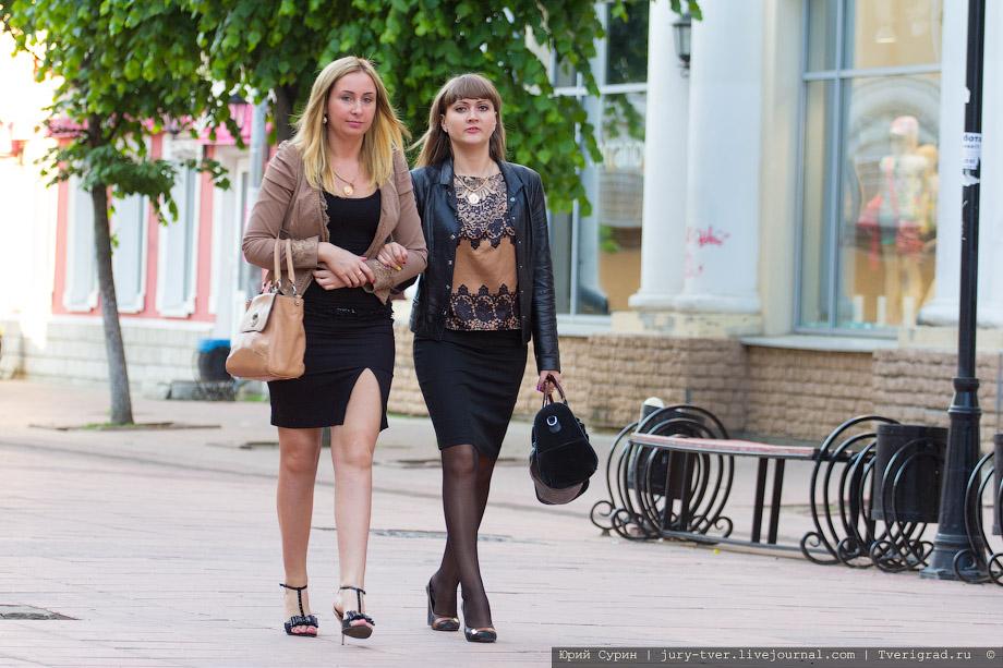 Девушки по улице