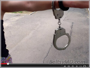 Девушку с пивом задержали у резиденции Николая Тимофти