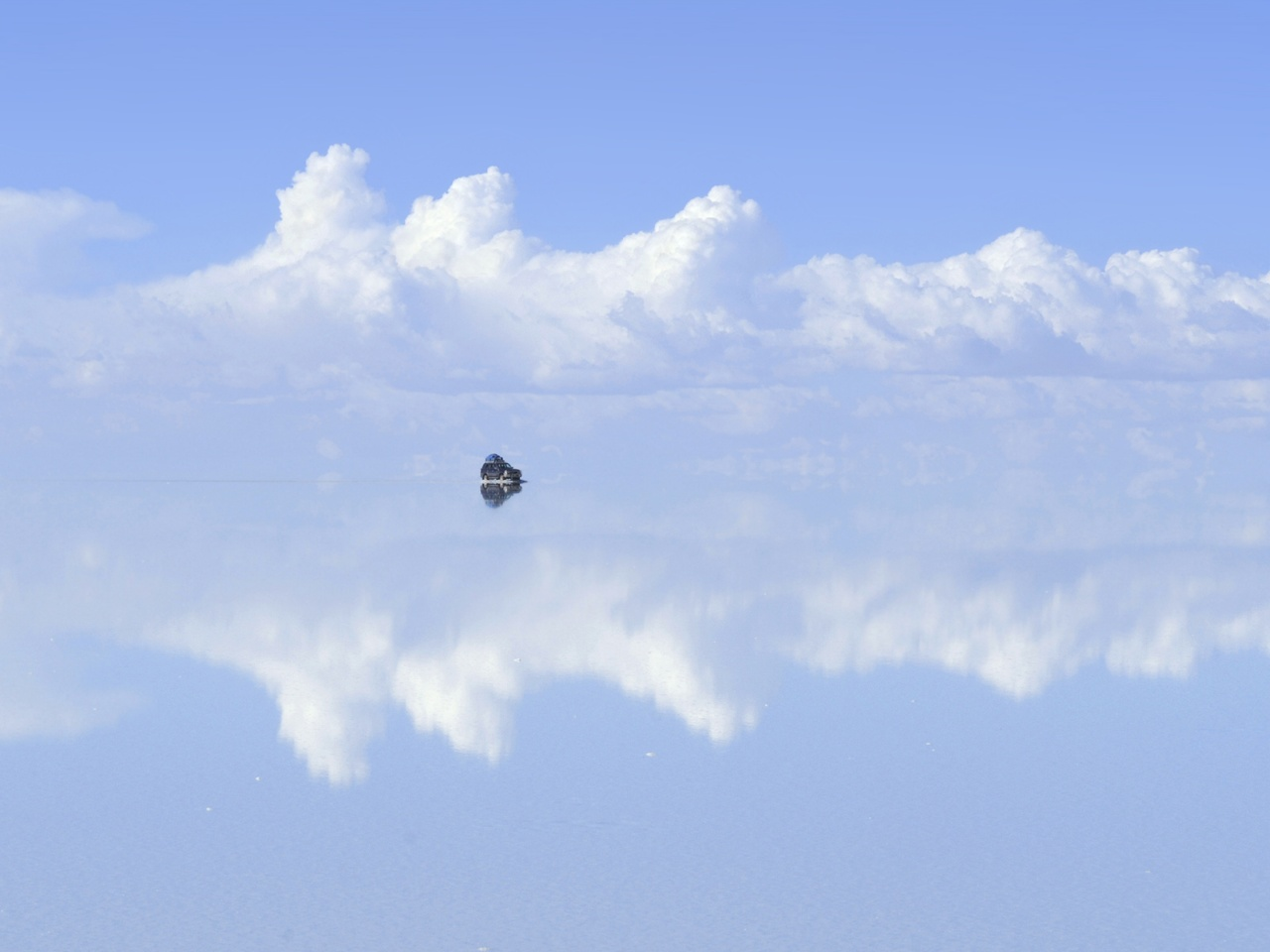 -20.548097° -67.568149° Navegando por las nubes del Salar inundado