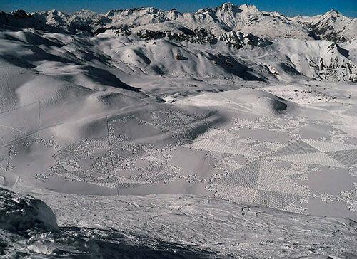 Масштабные рисунки на снегу