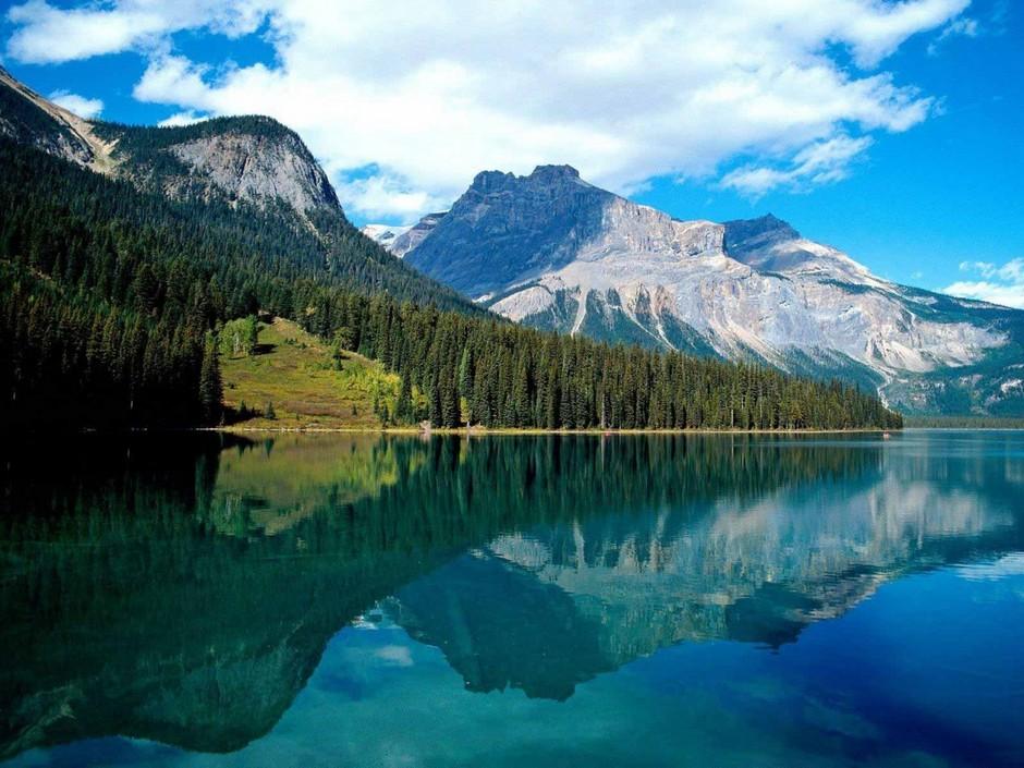 Изумрудное озеро (Emerald Lake), Национальный парк Йохо, Британская Колумбия, Канада