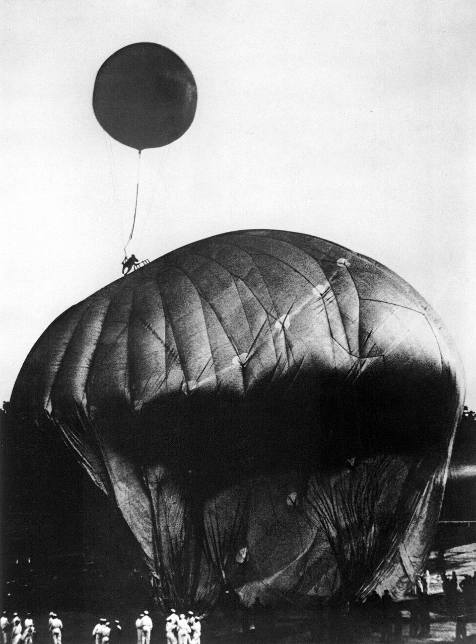 1932. В стратосферу.