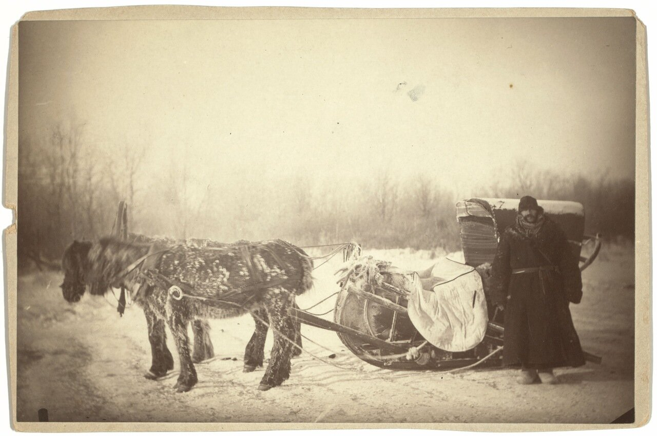 Вид сибирских саней в холодное утро. Джордж Кеннан справа.