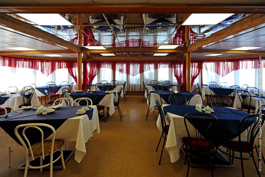 Ресторан в кормовой части главной палубы теплоход Александр Свешников