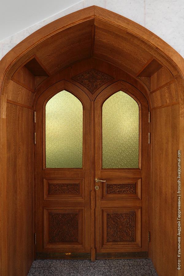 Дверь в молитвенный зал мечети