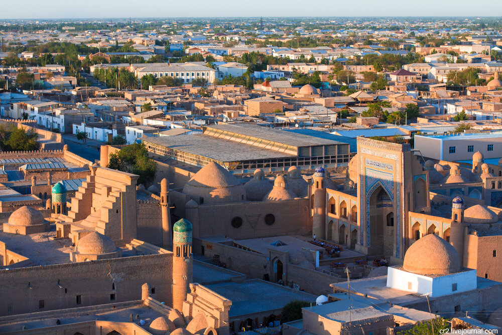 хива узбекистан фото наклоняет голову, жмурится
