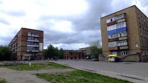 Фото города Инта №4626  Воркутинская 12 и Мира 37 (+20, весь день пасмурно, но дождь так и не собрался) 19.06.2013_13:24