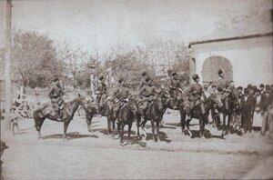 Отряд донских казаков перед резиденцией императора в Плоешти, июнь 1877