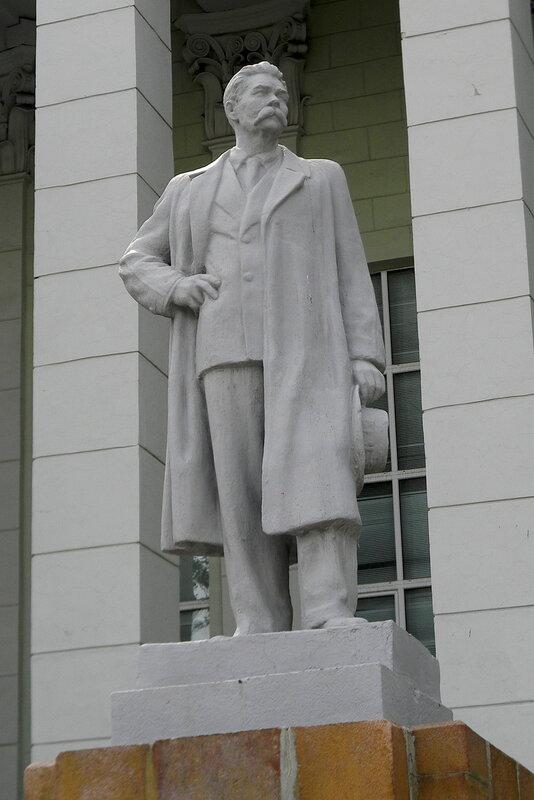 Памятник Горькому