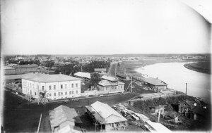 Вид с колокольни на набережную Чепцы