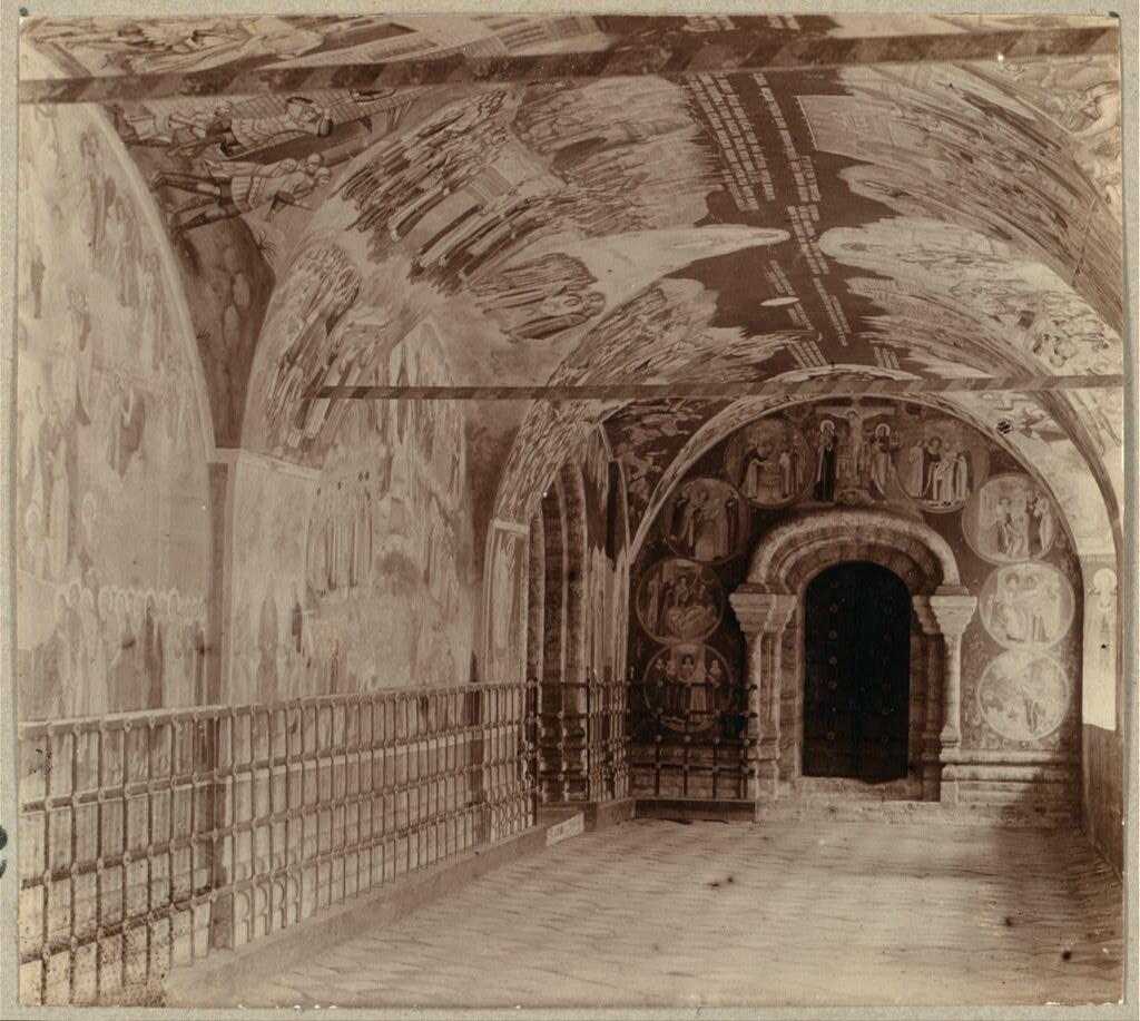 Фрески в галерее, окружающей церковь Введения в Толгском монастыре. 1910.