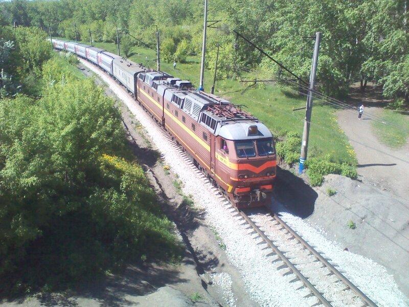 Электровоз ЧС7-253 с поездом № 122