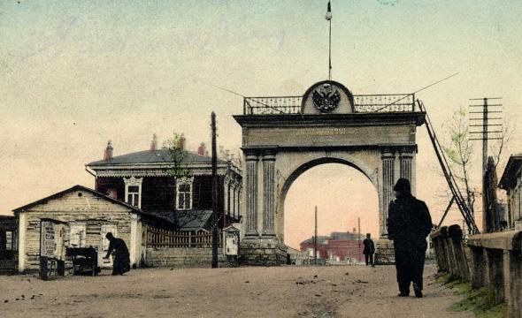 Мемориальный комплекс с арками и колонной Райчихинск Эконом памятник Арка с резным профилем Севастопольская