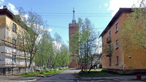 Фото города Инта №4572  Северная сторона башни, между Мира 1 и 3 12.06.2013_14:03