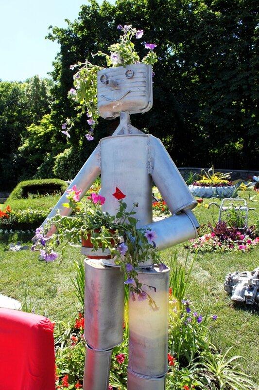 Робот из запчастей