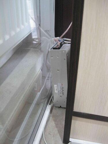 Фото 11. Китайский 12-вольтный трансформатор, через который подключено около трети всех витринных светильников.
