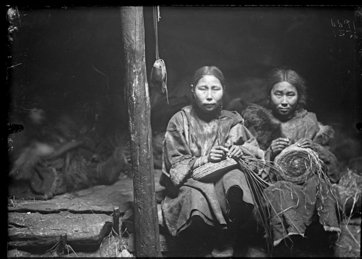 Корячки делают корзины из соломы, Сибирь, 1901
