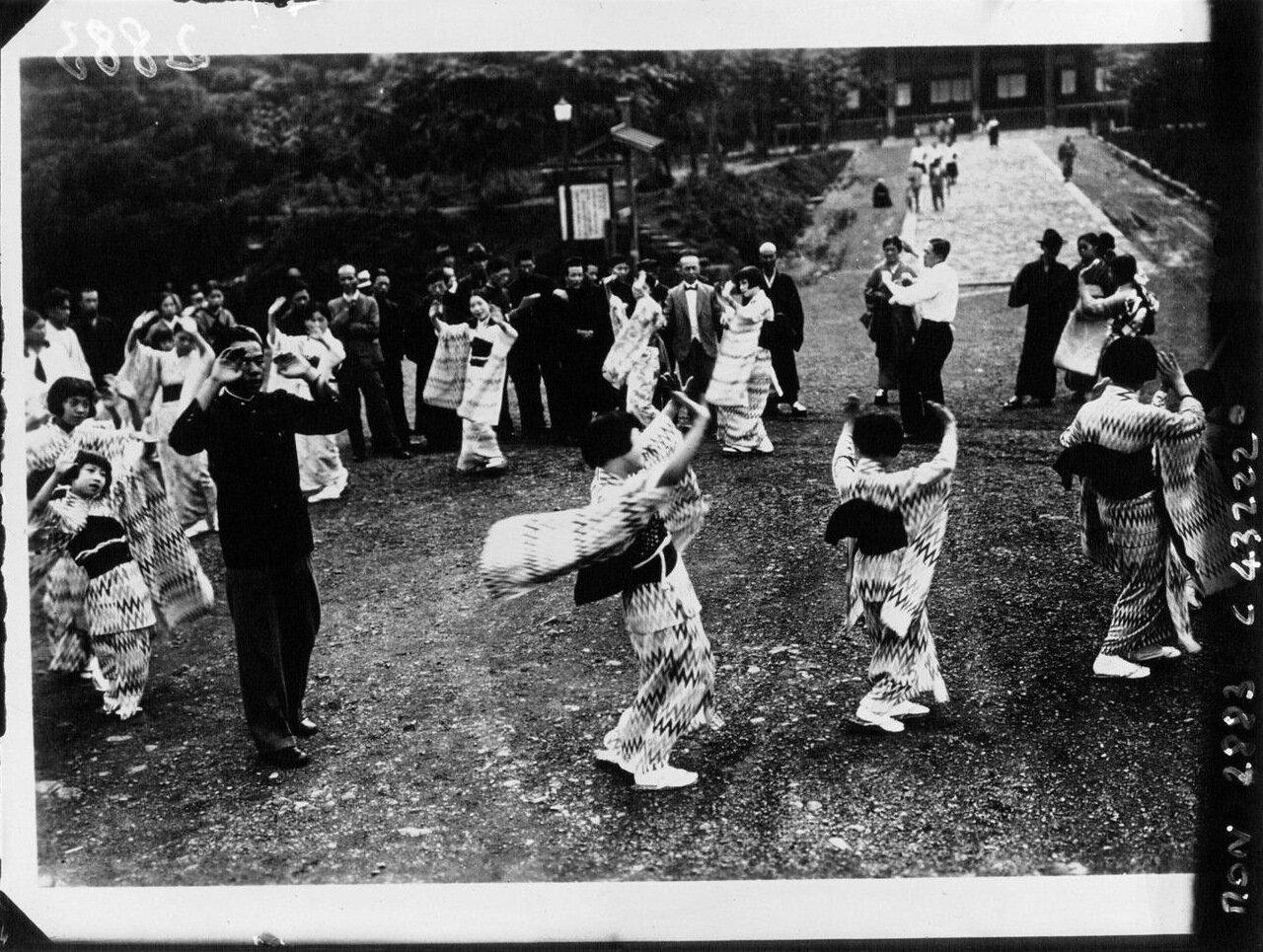 Урок танца в Японии
